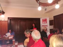 Eine kämpferische kommunalpolitische Stimme: Alexandra Burgmaier bei ihrer Vorstellungsrede