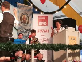 Landtagskandidatin Alexandra Burgmaier als Rednerin beim Rotter Bierfest