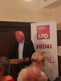 Soziale Kompetenz für den Bezirkstag: Werner Gartner bei seiner Vorstellungsrede