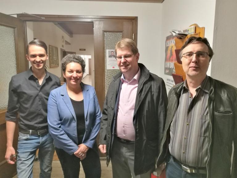 Freuten sich über die Diskussion mit dem Spitzenpolitiker zur Zukunft von Arbeit und Sozialstaat: Lorenz Burgmaier (Kreisvorsitzender Jusos), Alexandra Burgmaier (Kreisvorsitzende), Ralf Stegner, Uwe Görlitz (OV-Vorsitzender Bad Endorf